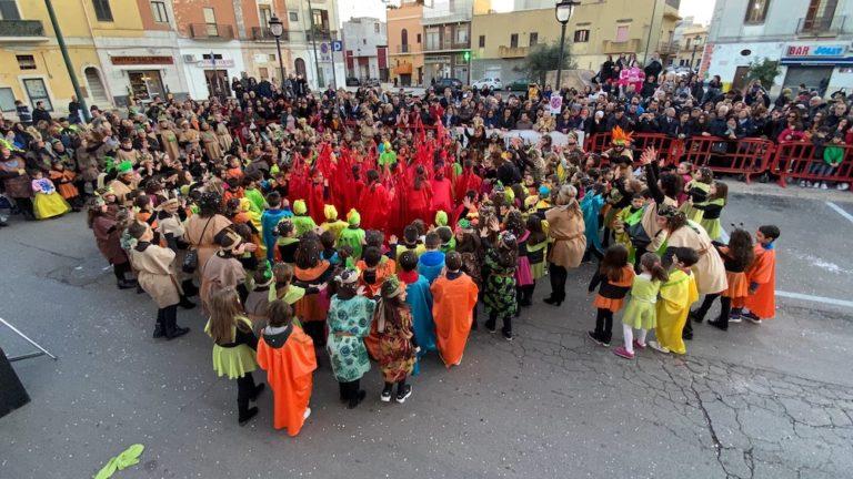 La scuola… una tribù che protegge la Terra! Carnevale di Galatone 2020